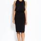 Czarna sukienka wieczorowa z odkrytymi plecami z łańcuszkiem