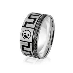 Obrączka srebrna męska z czarnymi cyrkoniami i znakami równowagi yin i yang - wzór ag-381
