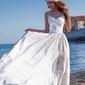Suknia ślubna na cienkich ramiączkach, biała  z jedwabistym dołem bella