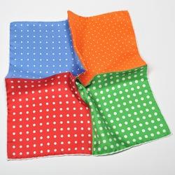 Elegancka poszetka w grochy i kropki zielona, czerwona, błękitna i pomarańczowa