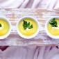 Fototapeta zupa cytrynowa ze śmietaną w miseczkach fp 892