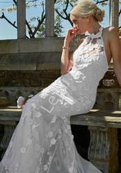 Ślubna sukienka z haftowanymi kwiatami, goddiva
