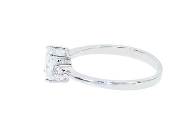 Rodowany srebrny pierścionek z dużą cyrkonią