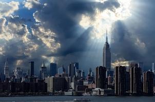 Fototapeta na ścianę promienie słońca padające na panoramę miasta fp 4931