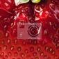 Plakat red farm truskawek latem w tle