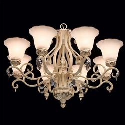 Żyrandol kremowy ze złotymi ozdobnikami chiaro versace 254014108