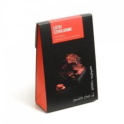 Czekoladowe listki. czekolada mleczna i truskawka - wyjątkowo cienkie kawałki czekolady z wybornymi dodatkami, idealny dodatek do prezentu lub elegancki drobny upominek