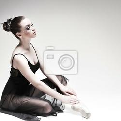 Obraz piękne baletnik, nowoczesny styl tancerka stwarzających na studia