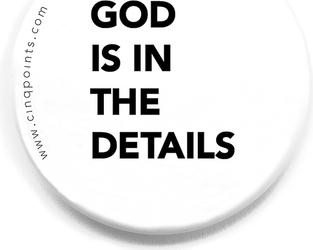 Przypinka biała Badge God is in the Details