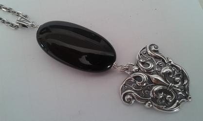 Tajemnica - srebrny wisior z onyksem