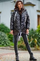 Czarna lakierowana kurtka pikowana z kapturem