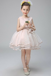 Elegancka sukienka dla dziewczynki w kolorze brudnego różowego beżu