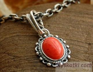 Bodila - srebrny wisiorek z koralem