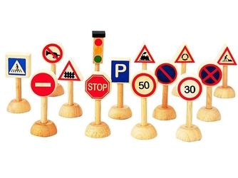 Drewniane znaki drogowe i światła