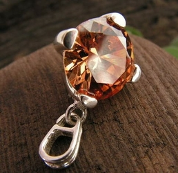 Zenia - srebrny wisiorek z topazem złocistym