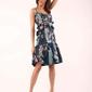 granatowa wzorzysta sukienka na cienkich ramiączkach z falbankami