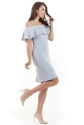 Jasnoszara wizytowa sukienka carmen z falbanką