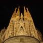 Obraz na płótnie canvas dwuczęściowy dyptyk sagrada familia w nocy barcelona, hiszpania