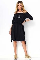 Czarna wygodna sukienka z ozdobną taśmą