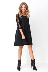 Czarna trapezowa sukienka z koronkowym rękawem 34