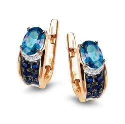 Staviori Kolczyki. 2 Topazy błękitne, masa 1,72 ct.. Żółte Złoto 0,585. 10 Diamentów, szlif brylantowy, masa 0,02 ct., barwa H, czystość SI1-I1. 12 Szafirów, masa 0,40 ct.. Wysokość 14,26 mm.