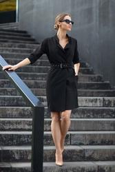 Czarna elegancka szmizjerka z paskiem