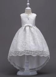Biała koronkowa sukienka dla dziewczynki z trenem 139