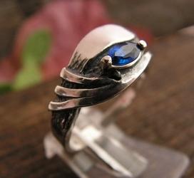 GLIDA - srebrny pierścionek z szafirem