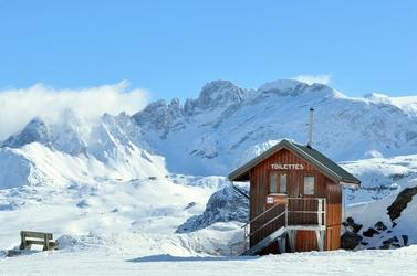 Fototapeta drewniany domek w górach FP 1547