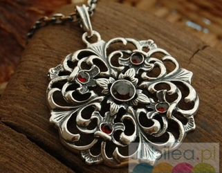OVIEDO - srebrny wisior z naturalnymi granatam