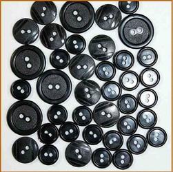 Kolorowe guziki 3 wielkości40 szt. - czarny - CZA