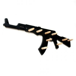 Wystrzałowy wieszak – AK-47