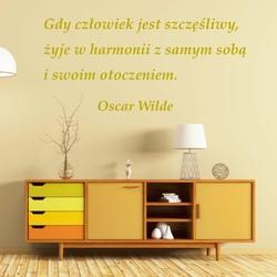 szablon malarski sentencja Oscar Wilde: Gdy czlowiek jest szczęśliwy... 19SM57