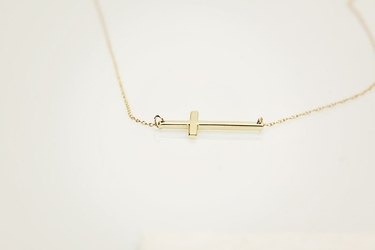 naszyjnik złoty Celebrytka z krzyżykiem