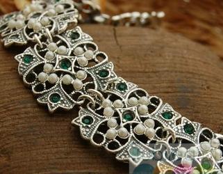 BIZZ - srebrna bransoleta perły i szmaragdy