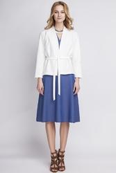 Elegancki Biały Żakiet bez Zapięcia Przewiązany Paskiem