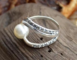 BALENA - srebrny pierścień z perłą
