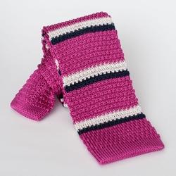 Różowy jedwabny krawat z dzianiny - knit w białe i granatowe pasy