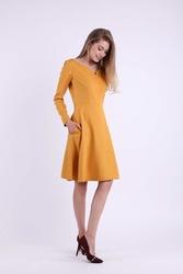 Rozkloszowana Kamelowa Sukienka z Dekoltem w Kształcie Litery V