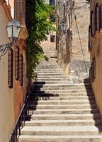 Tarragona, Hiszpania, ciasna uliczka - fototapeta