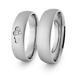 Obrączki ślubne klasyczne z białego złota niklowego 5 mm z sercami - 102