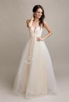 Beżowa suknia z perłkami sztucznymi na tiulu 2193