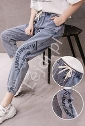 Jeansy damskie z napisami na gumce