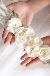 Ozdobny pas do sukienki ślubnej lub wieczorowej z kwiatami 233 - ecru