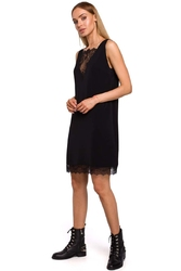 Czarna elegancka luźna sukienka z koronką