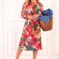 Beżowa kopertowa sukienka w kwiaty