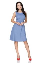 Jasnoniebieska letnia rozkloszowana sukienka z wiązaną szarfą