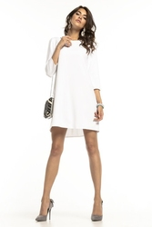 Prosta luźna sukienka z kontrafałdą na plecach biała t283