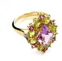 Podarunek sułtana złoty pierścionek ametyst, peridot, diamenty 2 ct.