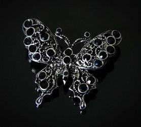 Czarny motyl z kryształkami - broszka